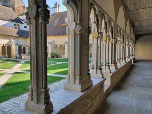 Ancien et moderne : le cloître des Chanoine après rénovation (2019)
