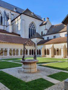 Le cloître des Chanoine et la catédrale Saint-Vincent à Châlons-sur-Saône
